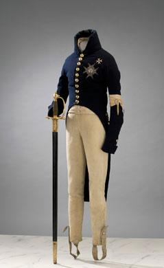 Gustav IV Adolfs uniform och värja som han bar vid statsvälvningen den 13 mars 1809. Foto: Göran Schmidt, Livrustkammaren