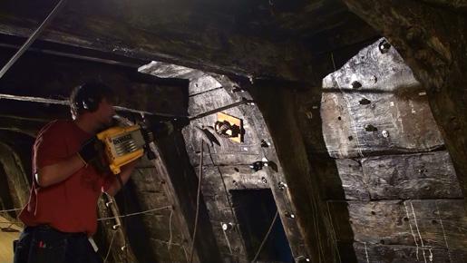 Järnbultarna som sattes in i Vasas skrov vid bärgningen 1961 har börjat rosta och byts nu ut mot bultar i stål och kolfibrer