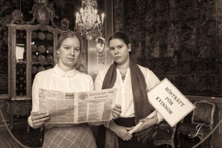 Arrangörerna och lajvarna Cecilia Billskog som i rollen som Gunilla Petrén och Susanne Vejdemo som fru Lindskog. Foto: Hallwylska museet