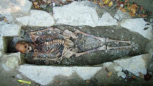 Katas grav i Varnhem. Foto: Göteborgs universitet
