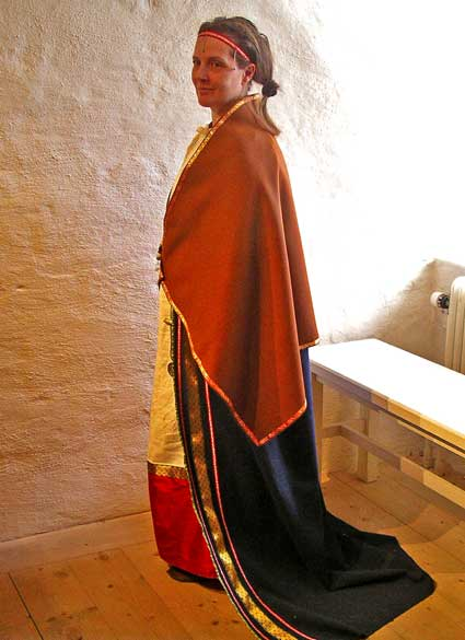 Rekonstruerad kvinnodräkt från vikingatiden
