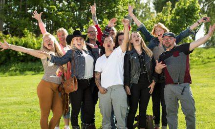 """Känslosamt när nya """"Allt för Sverige""""-deltagarna anlände"""