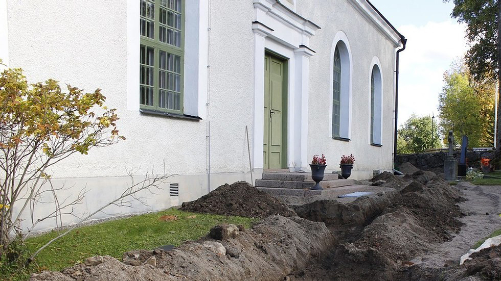 Den försvunna runstenen har hittats vid Hagby kyrka. Foto: Emelie Sunding/Upplandsmuseet