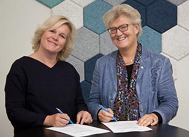 Riksarkivarie Karin Åström Iko och riksbibliotekarie Gunilla Herdenberg.