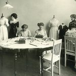 Sömnadsskolor speglar kvinnorollens förändring runt 1920