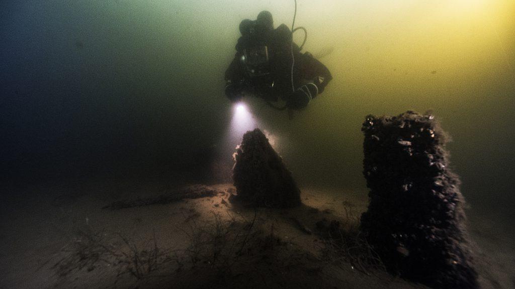Dykare vid spant. Foto: Jim Hansson/Sjöhistoriska museet
