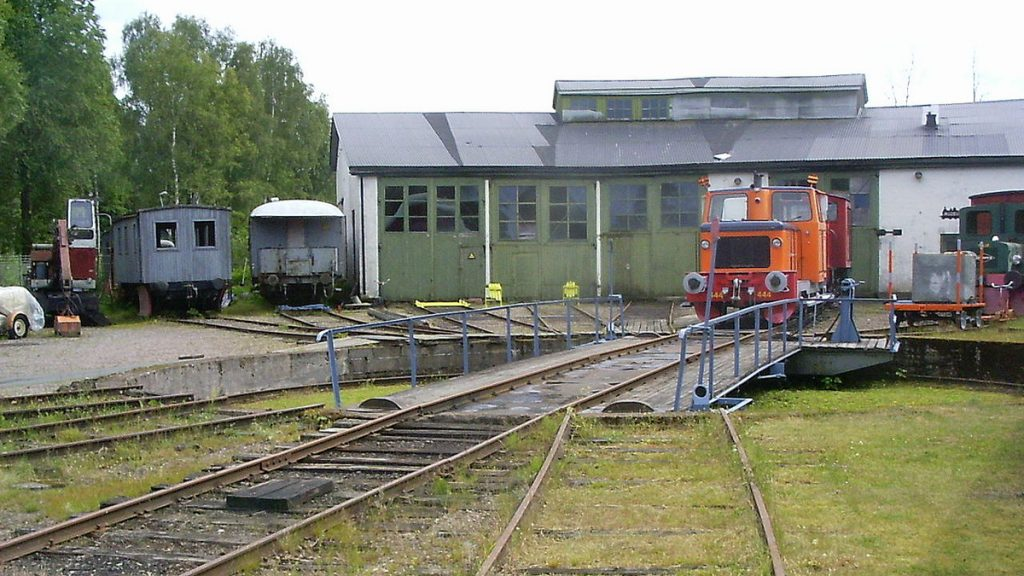 Lokstall i Åmål. Foto: Pimvantend (Wikimedia Commons CC-BY-SA-3.0)