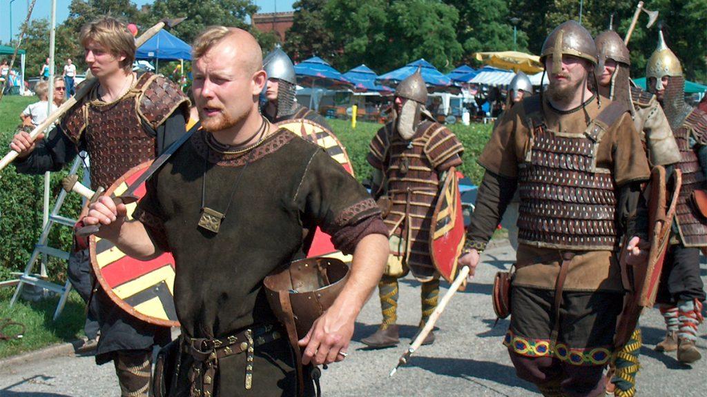 Vikingar paraderar på en historisk festival i Wollin. Foto: Jcubic (Wikimedia Commons CC-BY-3.0)
