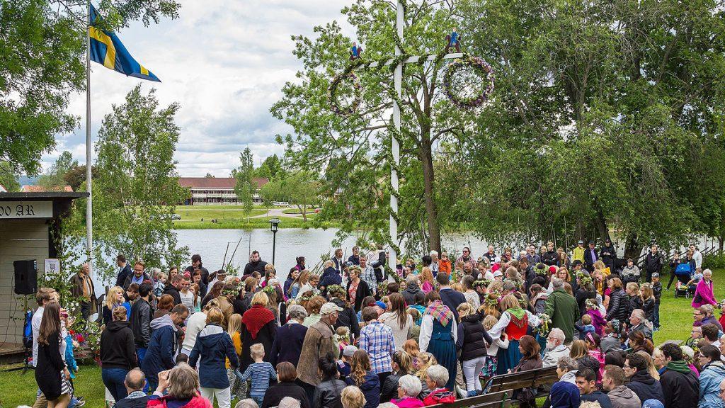 Midsommarafton 2015 på Hedemora gammelgård. Foto: Calle Eklund (Wikimedia Commons CC-BY-4.0)