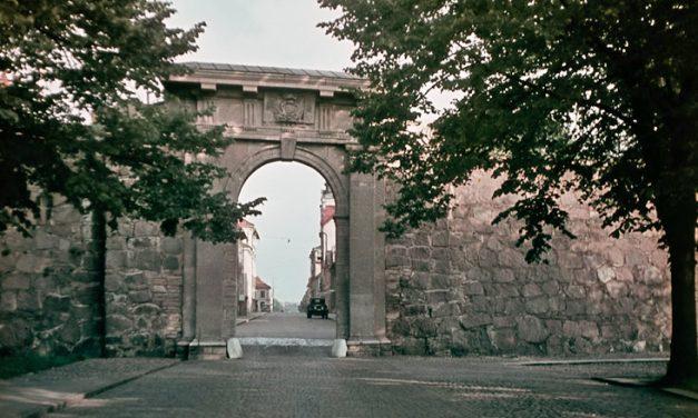 Stenarna börjar släppa i Kalmars stadsmur