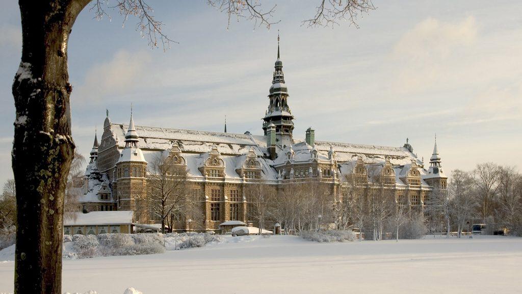 Nordiska museet i vinterskrud. Foto: Mats Landin/Nordiska museet