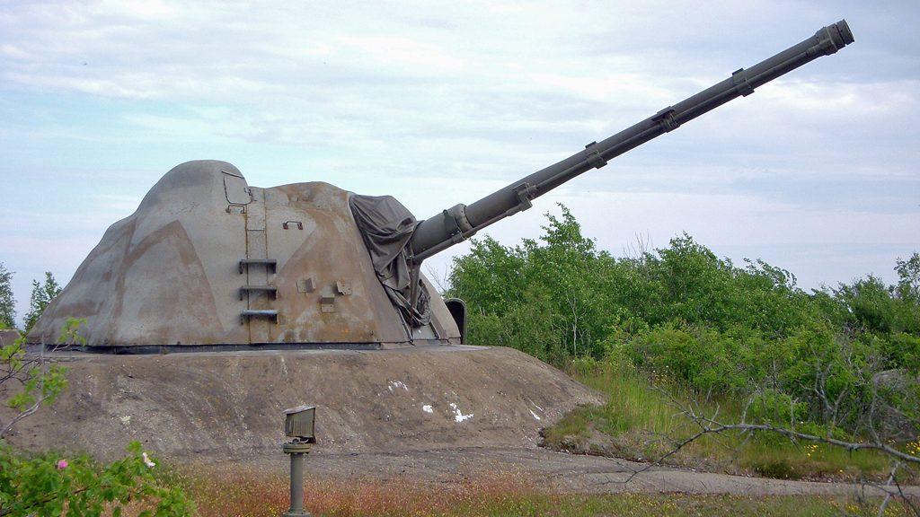 12 cm tornautomatpjäs m/70 på ERSTA-batteriet. Foto: Holger.Ellgaard (Wikimedia Commons CC BY-SA 3.0)