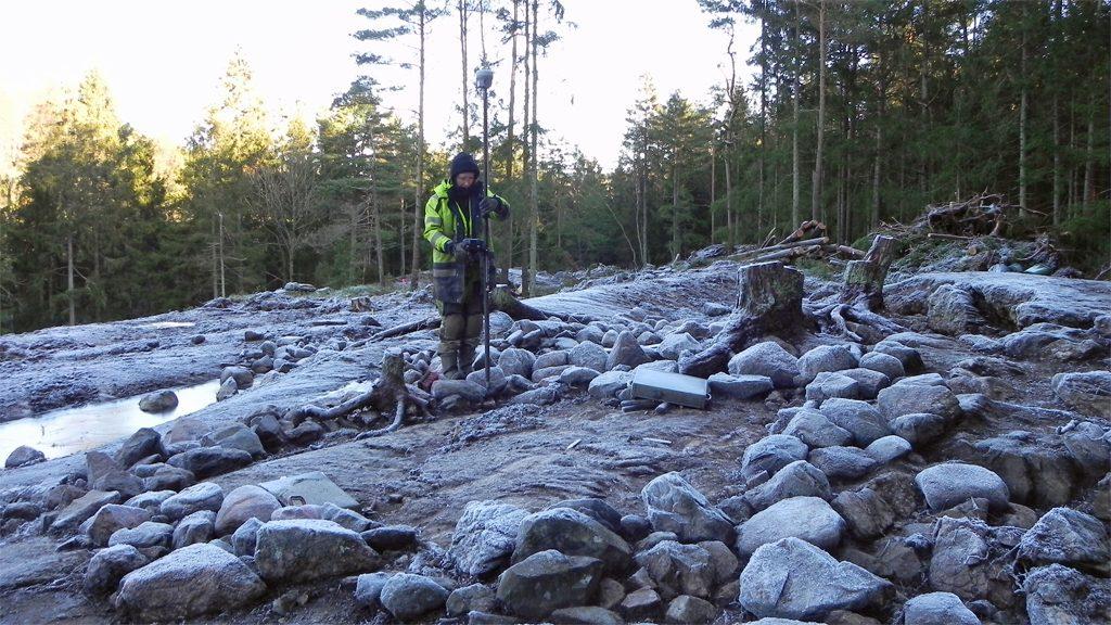 Inmätning i stensättningen. Foto: Jessica Andersson