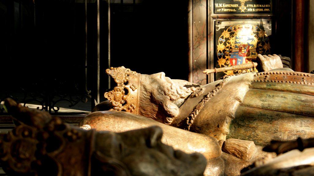 Magnus Ladulås porträttgravsten från 1500-talet. Foto: Ray Wahlsten/Stockholms medeltidsmuseum