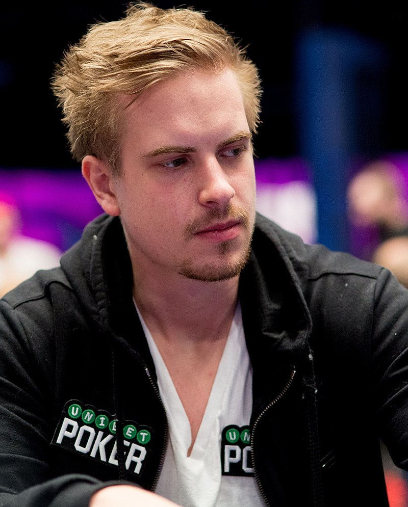 Viktor Blom vid en pokerturnering. Foto: Danny Maxwell (CC BY-SA 4.0)