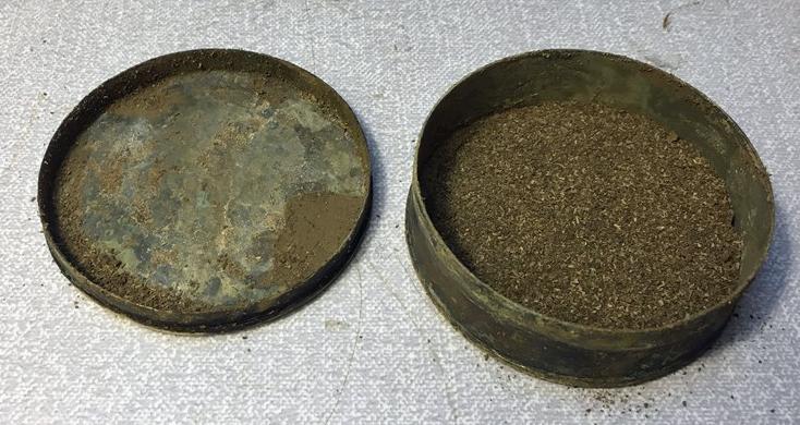 Snusdosan som hittades i Norrköping. Foto: Arkeologerna