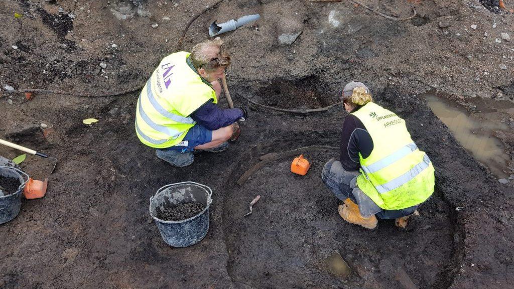 Arkeologer gräver i Enköping. Foto: Arkeologerna