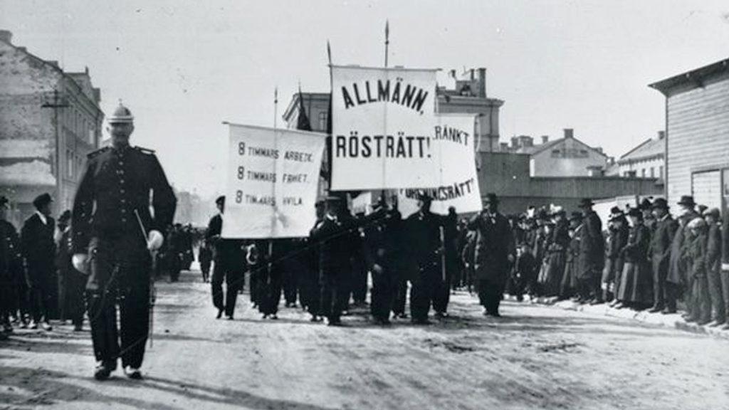 Demonstrationståg i Sundsvall 1899. Foto ur Sundsvalls museums samlingar.