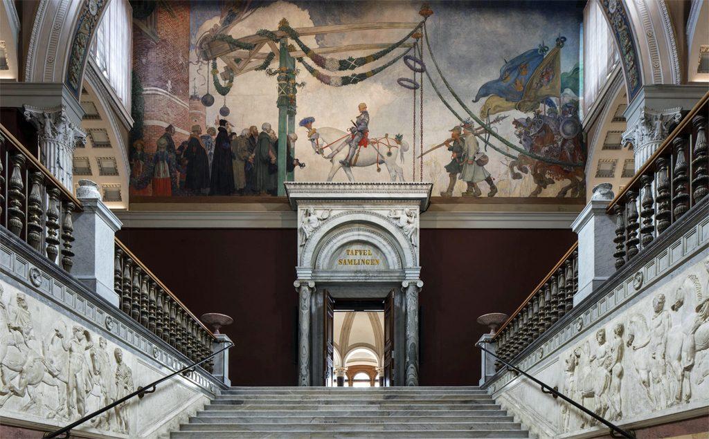 """Övre trapphallen med Carl Larssons målning """"Gustav Vasas intåg i Stockholm"""". Foto: Bruno Ehrs/Nationalmuseum"""