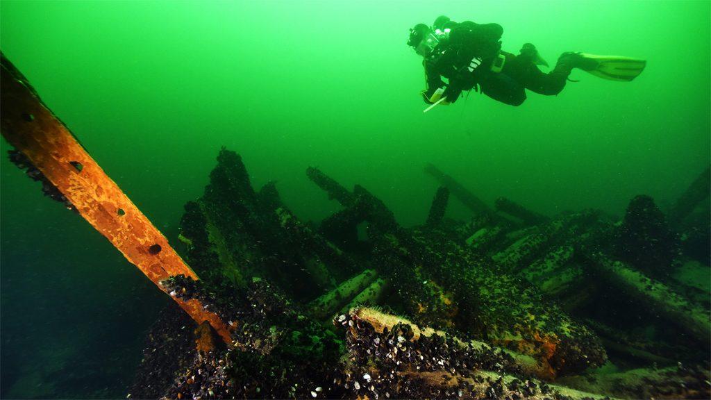 Dykare vid vraket efter ångfartyget Princess. Foto: Jim Hansson/Statens maritima museer
