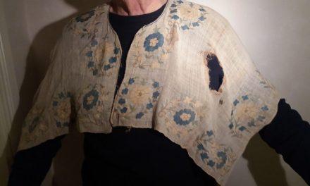 """Märklig skjorta till Antikrundan: """"Kan ha tillhört Karl XII"""""""