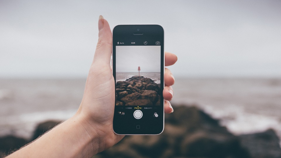 Fotografering med mobiltelefon. Foto: Pixabay