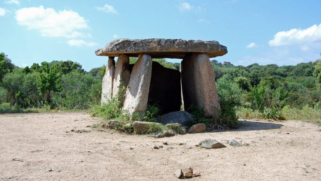 Megalitgraven Dolmen de Fontanaccia på Korsika. Foto: Bettina Schulz Paulsson