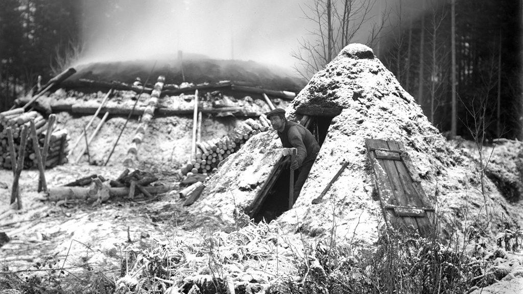 Kolarkoja och kolmila 1918. Foto: Samuel Lindskog, Örebro läns museum