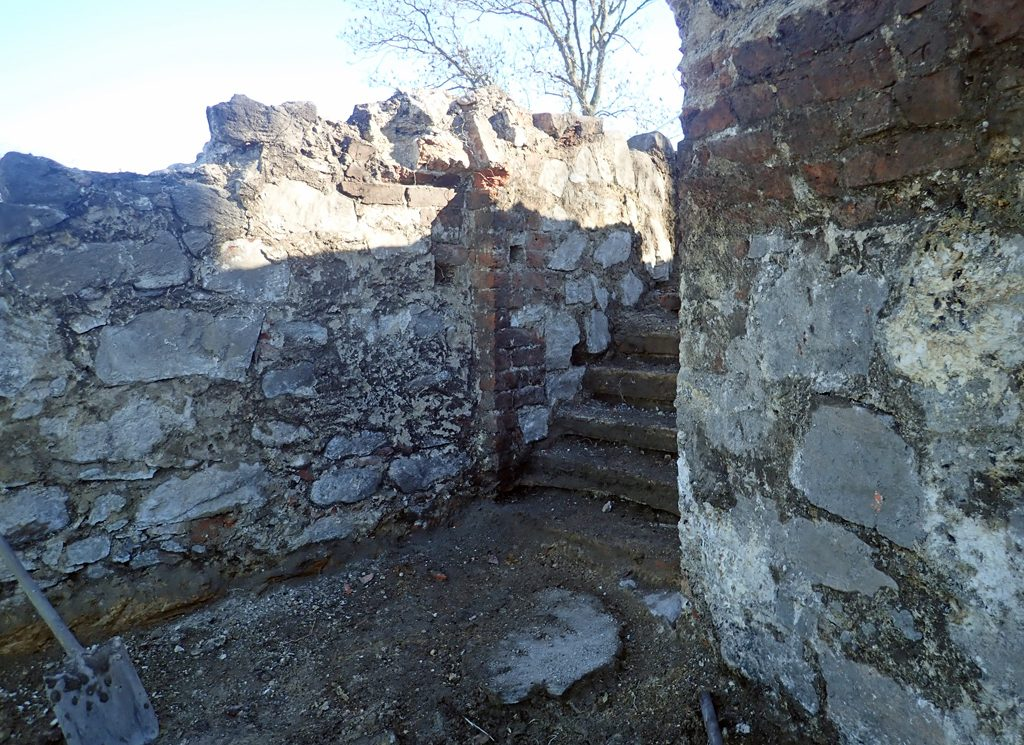 Trappan och en del av det välvda tegeltaket. Foto: Arkeologerna