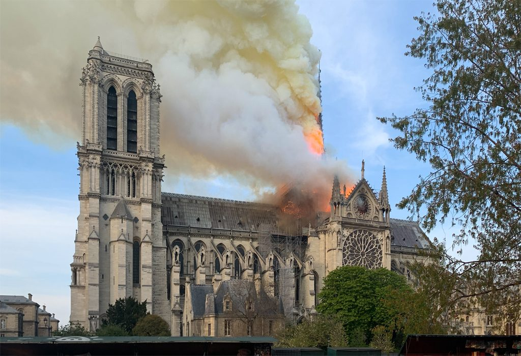 Branden i Notre-Dame. Foto: Wandrille de Préville (Wikimedia Commons CC BY-SA 4.0)