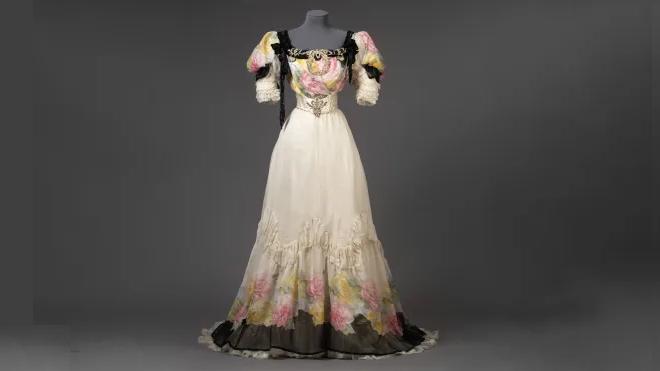 Klänning sydd år 1906 hos Henric Ahlbergs syateljé. Foto: Kristin Lidell