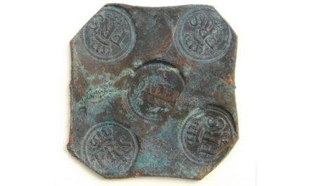 Hittade plåtmynt från 1700-talet – får 100 000 kronor