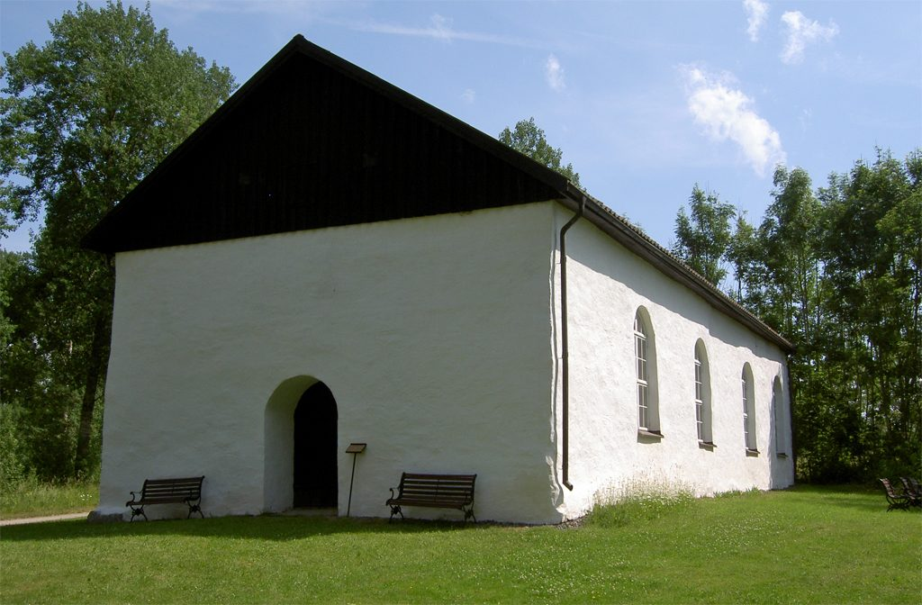 Tösse gamla kyrka. Foto: Ulf Klingström (Wikimedia Commons public domain)