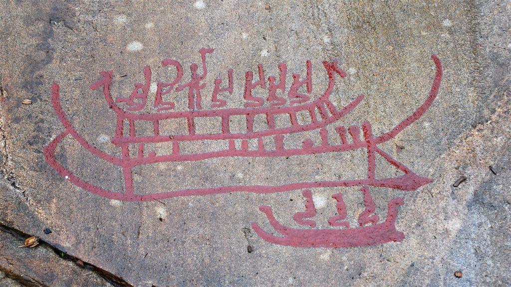 En hällristning med skepp i Vitlycke. Foto: Boberger (Wikimedia Commons CC BY-SA 3.0)