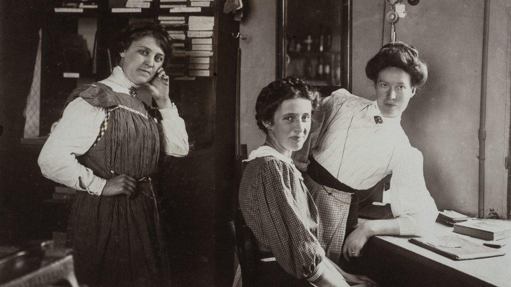 Ida Ekelund till höger i bild, tillsammans med sina medarbetare. Foto: Ida Ekelund