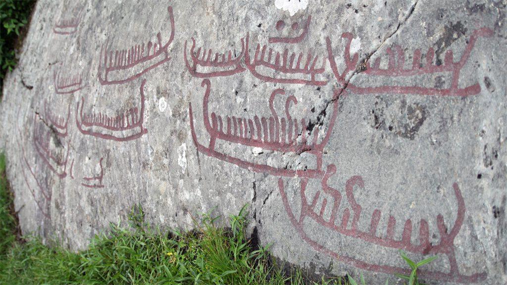 Hällristning i Basteröd på Tjörn. Foto: Carl-Magnus Helgegren/Wikimedia Commons CC BY-SA 3.0)