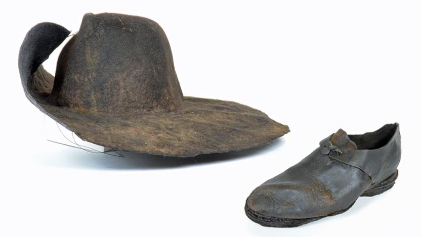 Hatt och sko från Vasa. Foto: Vasamuseet