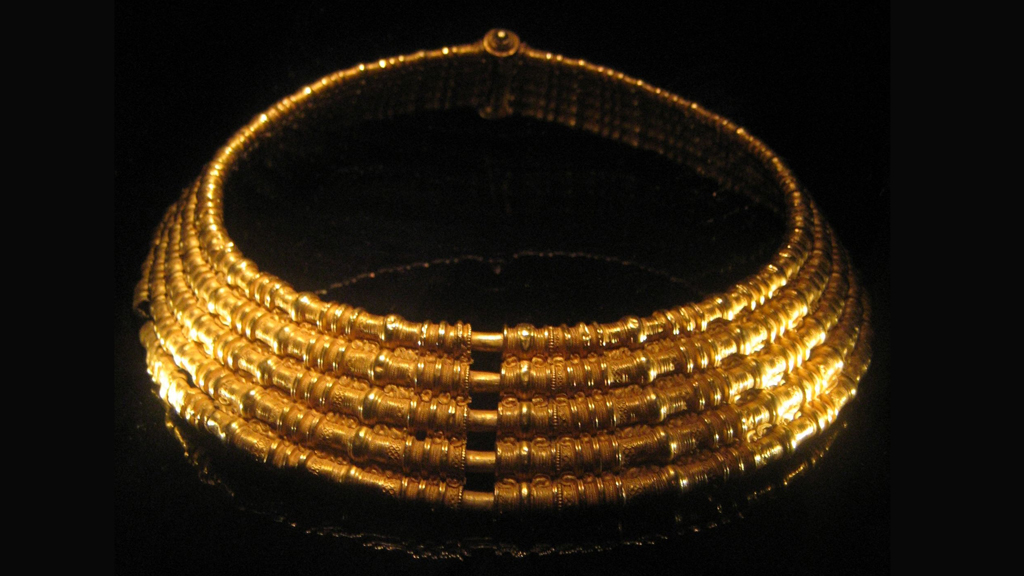 Guldhalskragen från Torslunda utanför Färjestaden. Foto: Mararie (Wikimedia Commons CC-BY-SA-2.0)