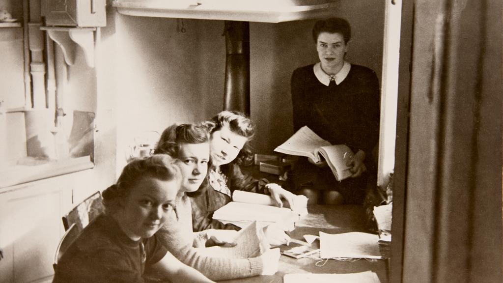 Anställda på Försvarsstabens kryptoavdelning under andra världskriget. Foto: FRA