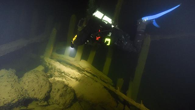 Dykare vid Osmundvraket på 28 meters djup. Foto: Jim Hansson