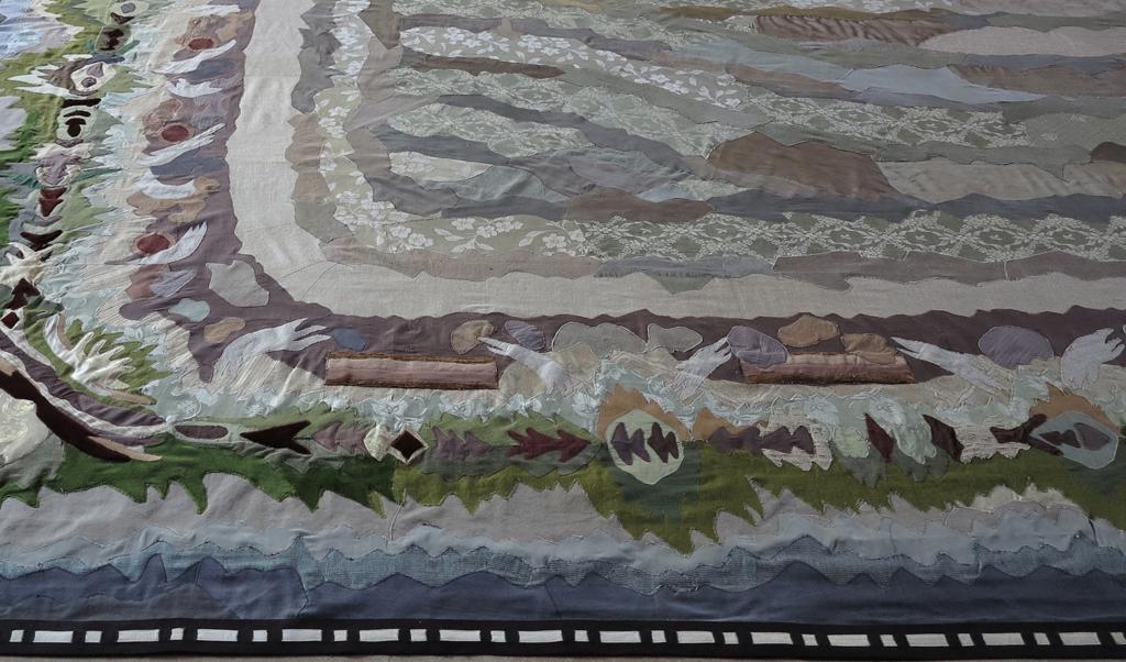 """""""Avskrift av en Träda"""" Applikationsteknik, återvunnen textil , 470 x 600 cm, Åsa Elzén 2019"""