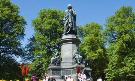 Statyprotesterna når Sverige: namnlista mot Linné