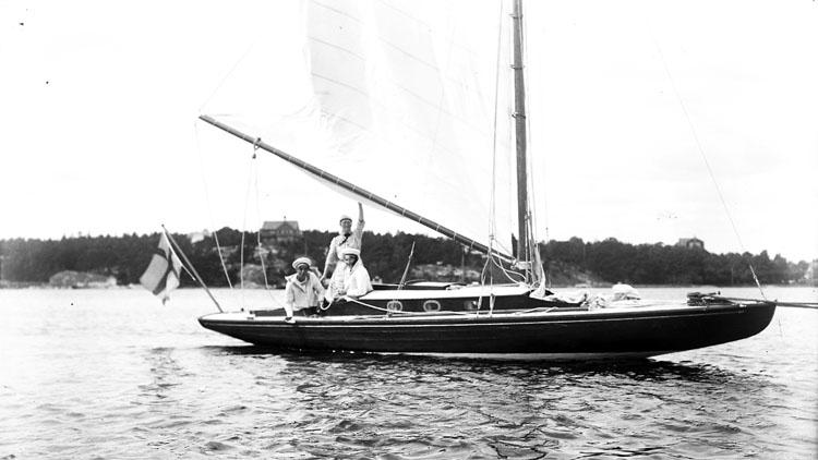 Segelbåt utanför Stenungsund 1916. Foto: Ingeborg Enander
