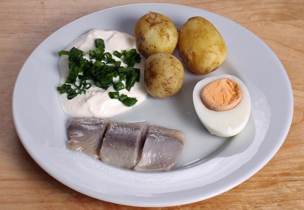 Sill och potatis. Foto: Fluff (Wikimedia Commons CC BY-SA 3.0)