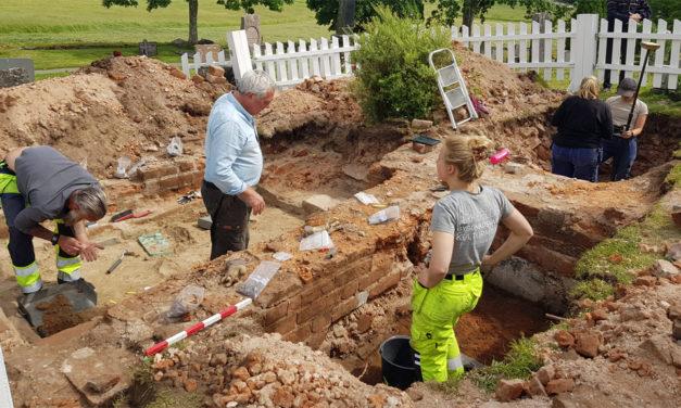 Myntfynd daterar Sveriges äldsta tegelkyrka