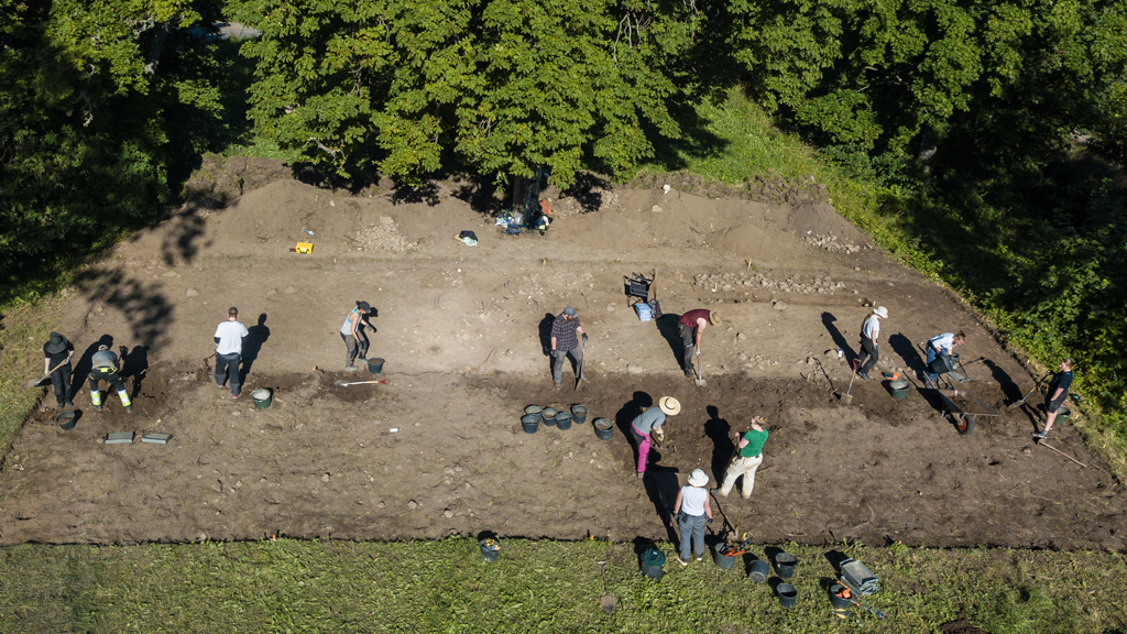 Forntida kungahall grävs ut i Östergötland
