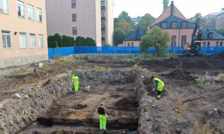Titthål in till en 1600-talsträdgård i Stockholm