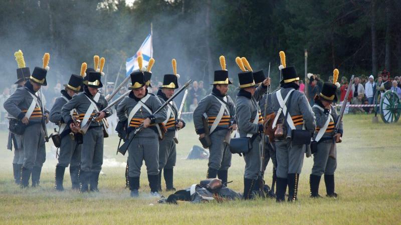 Föreningen Westgiöta Gustavianer vid återskapandet av slaget vid Sävar 2009. Foto: Preoce (Wikimedia Commons CC0)
