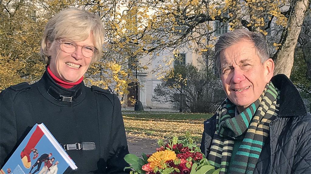 Maria Norrfalk, ordförande för Sveriges Hembygdsförbund och Håkan Liby, författare till Årets hembygdsbok. Foto: Elisabeth Liby