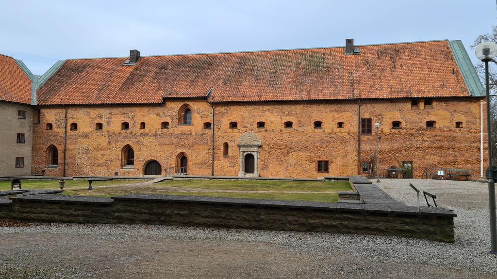 Bjälboättens palats i Vadstena år 2021. Foto: Peter Kristensson/Klingsbergs Förlag